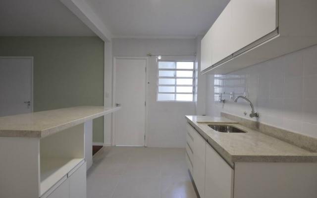 Apartamento de Koguti, reformado pelo QuintoAndar, perdeu parede para ganhar cozinha americana