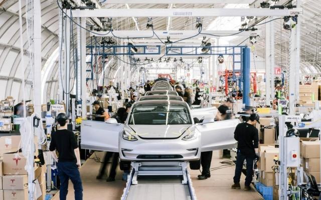 No rumo certo.Após tormenta que durou anos nas linhas de produção, Tesla encontrou ritmo e promete entregar 500 mil veículos ao longo de 2020