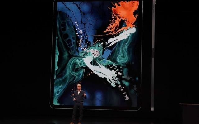 Tim Cook, presidente executivo da Apple, apresenta o novo iPad Pro em Nova York