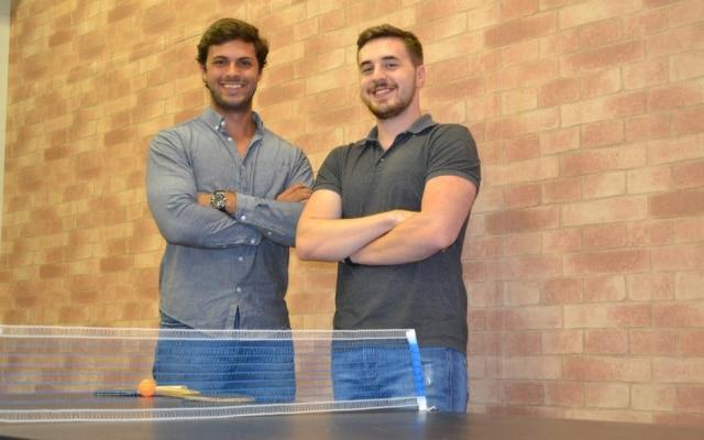 Victor Dellorto e Lucas Braum são os fundadores da gaúcha Deskfy