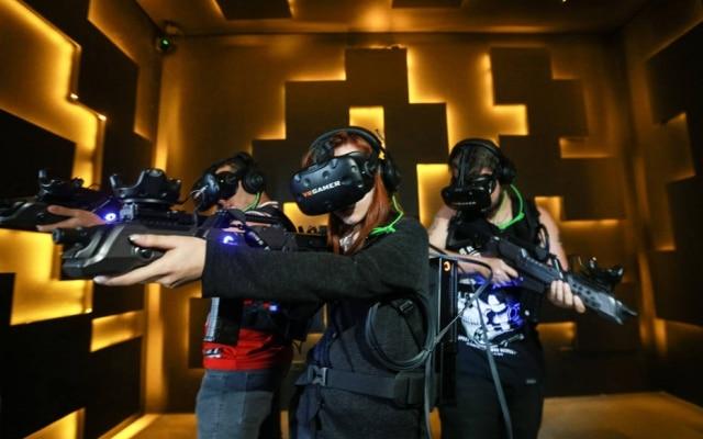 Na VR Gamer, time de três pessoas batalha em uma arena de 25 metros quadrados; meta de sócios para 2018 é transformar ideia em franquia