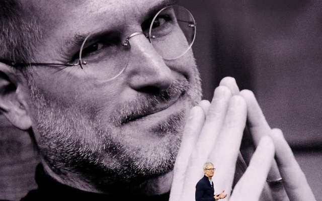 Steve Jobs e Tim Cook, respectivamente ex-presidente e presidente da Apple