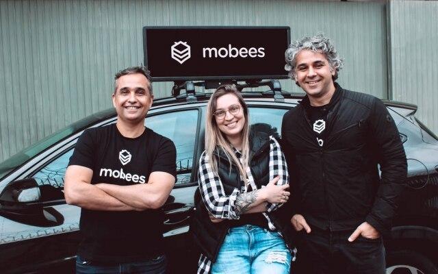 José Lyra Junior, Flávia Coelho e Fábio Barcellos, da Mobees: anúncios no topo de carros de aplicativos