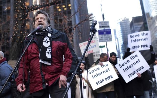 John Perry Barlow, durantediscurso em Nova York em 2012