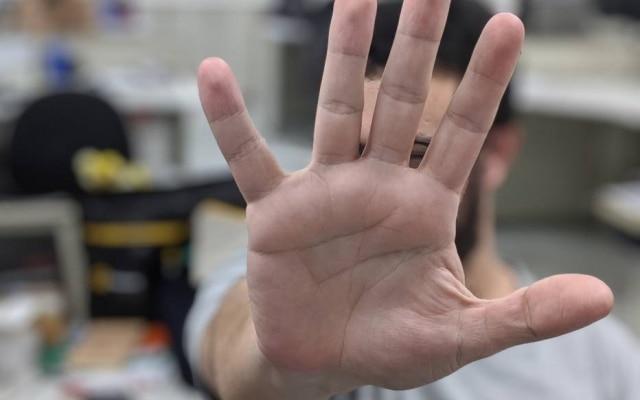 O sistema da Amazon identifica a mão do cliente sem que ele precise tocar em aparelhos