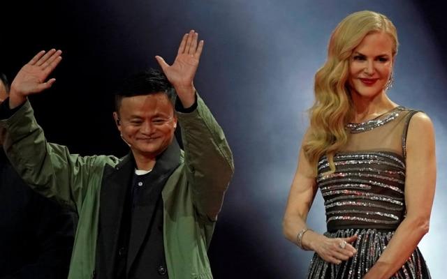 Jack Ma, presidente executivo doAlibaba, e a atriz Nicole Kidman durante a festa de abertura do Dia do Solteiro