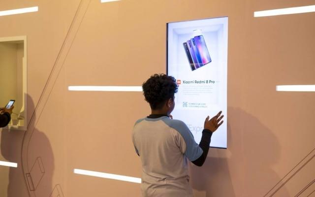 Uma das oito telas interativas da loja montada pela Ebanx