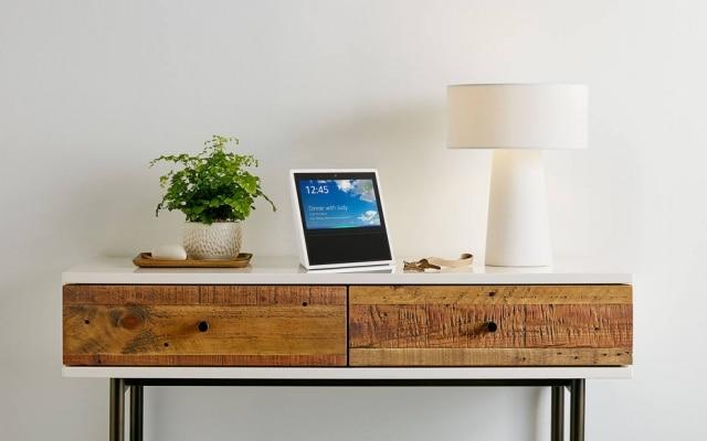 O Echo Show, da Amazon, é um dos principais exemplos de caixas de som conectadas disponíveis no mercado norte-americano
