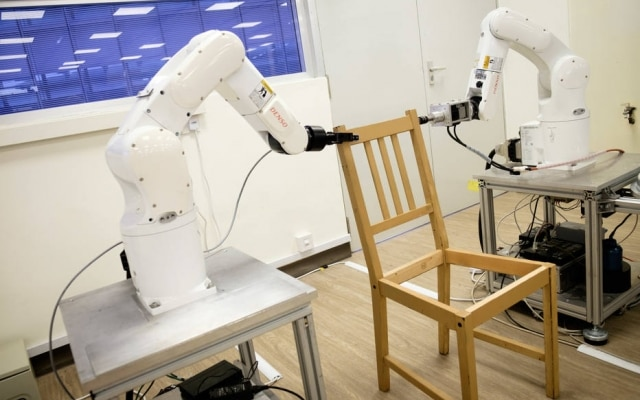 Robôs montaram cadeira da marca sueca Ikea, conhecida por sua facilidade de ser montada