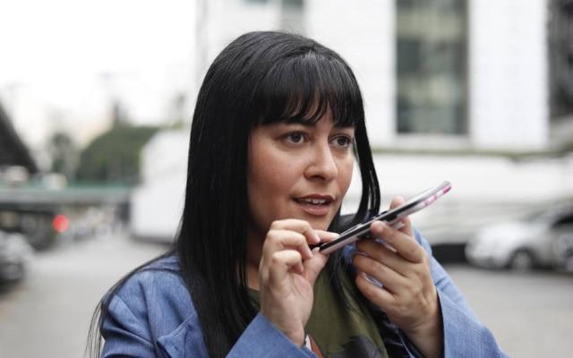 Camila Lourençousa a hora do almoço para mandar áudios com suas imitações