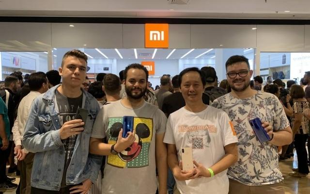 Amigos por conta do grupo Xiaomi Brasil 2.0, fãs da marca se encontram na abertura da loja