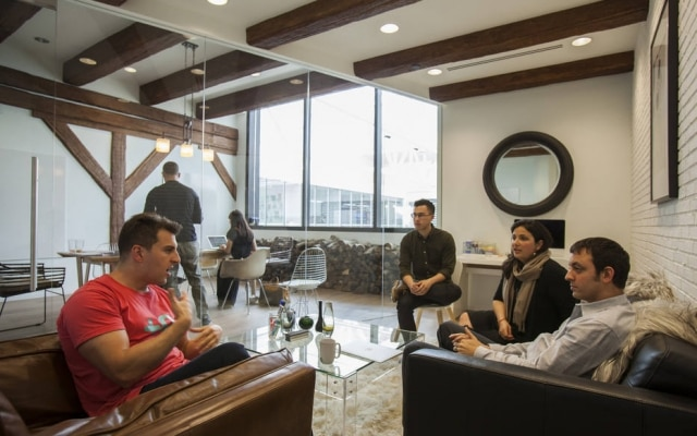 O Airbnb, de Brian Chesky (à esquerda), é um dos principais cases de sucesso que passaram pela Y Combinator