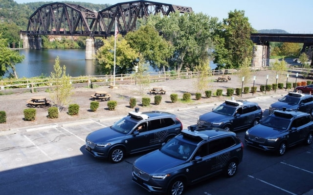Em um galpão em Pittsburgh, mais de 700 engenheiros tentam criar o futuro do Uber: o carro sem motorista