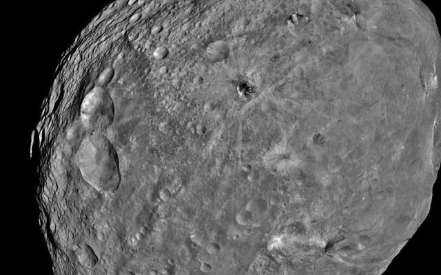 O Asteroide Vesta, que foi fotografado pela Nasa em 2011
