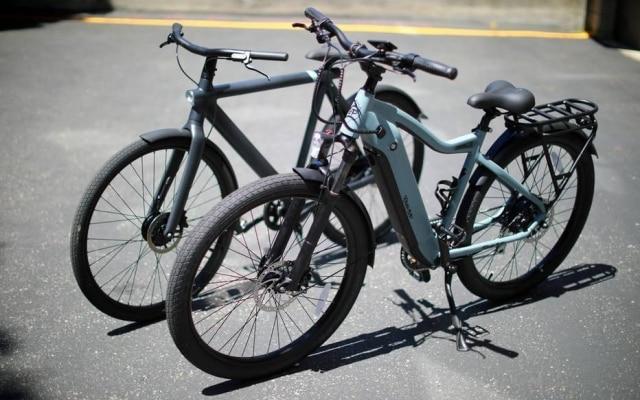 A Ride1Up e-bike, mais rápida, à frente da VanMoof, que suporta mais tempo com bateria carregada