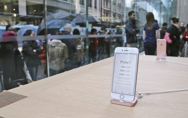 Novo smartphone da Apple, o iPhone 7 começou a ser vendido em 16 de setembroem 28 países ao redor do mundo. Modelo chega ao Brasil em 11 de novembro.