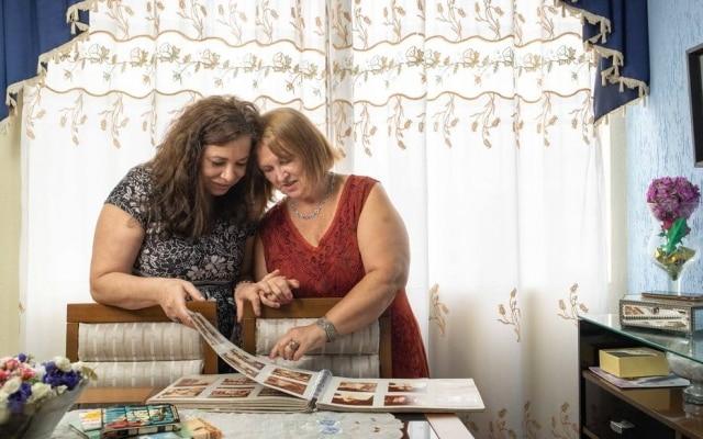 As irmãs Silvana e Ivone se conheceram em 2020 após teste de DNA e se falam todos os dias para recuperar o tempo que ficaram separadas