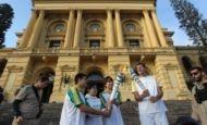 Tocha olímpica percorre ruas de São Paulo