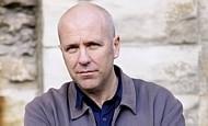 Flanagan lança romance sobre prisioneiros; veja