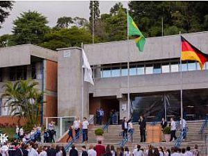 Visconde de Porto Seguro - Fundado em 1878, o Colégio Visconde de Porto Seguro é uma conceituada instituição de ensino do Brasil que prima pela inovação educacional e pelo desenvolvimento de múltiplos talentos e competências dos alunos da Educação Infantil ao Ensino Médio