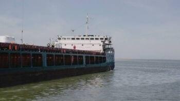 Depois de navegar por vias fluviais da Rússia, as peças da obra de expansão de Tengiz chegam a bordo de um navio construído especialmente para o projeto. Foto: Nanna Heitmann para The New York Times