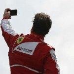 Selfie-Alonso REUTERS-Stefano Rellandini390