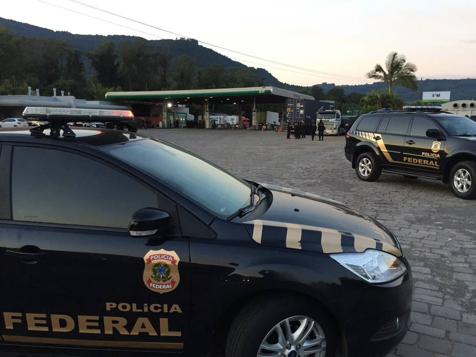 Polícia Federal faz ação em posto de gasolina