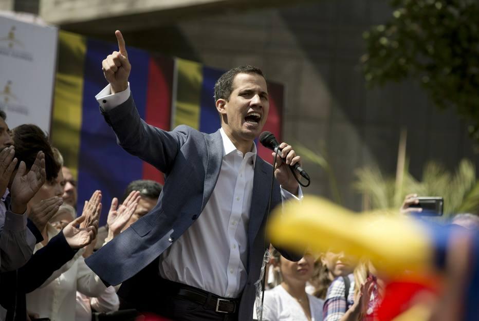 Líder opositor da Venezuela declara-se presidente interino e é reconhecido pelos EUA