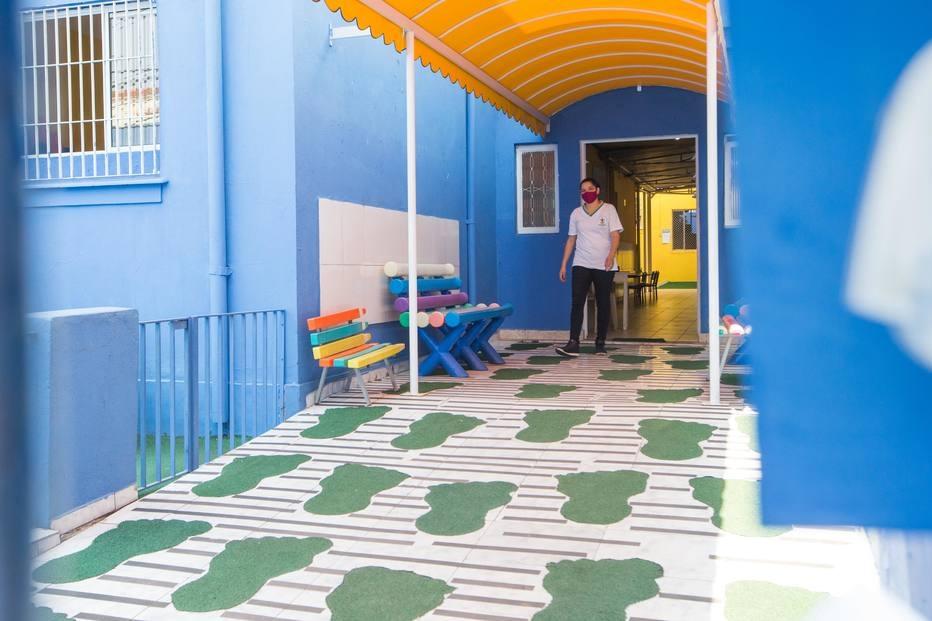 Escolas que retornam neste dia 7 poderão receber alunos apenas para atividades extracurriculares