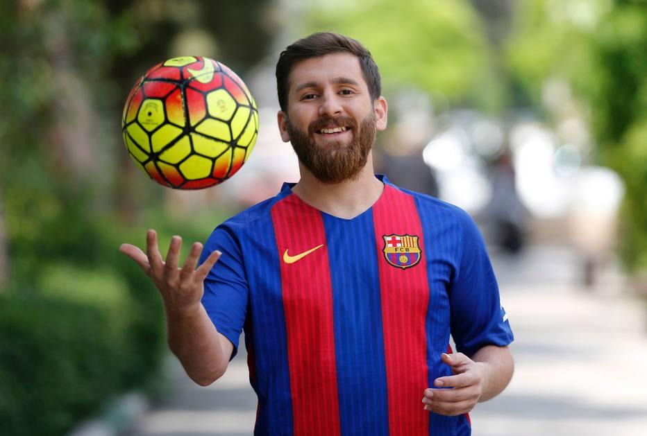 Sósia de Messi é levado pela polícia após causar tumulto em cidade ... d4c9b507b45cf