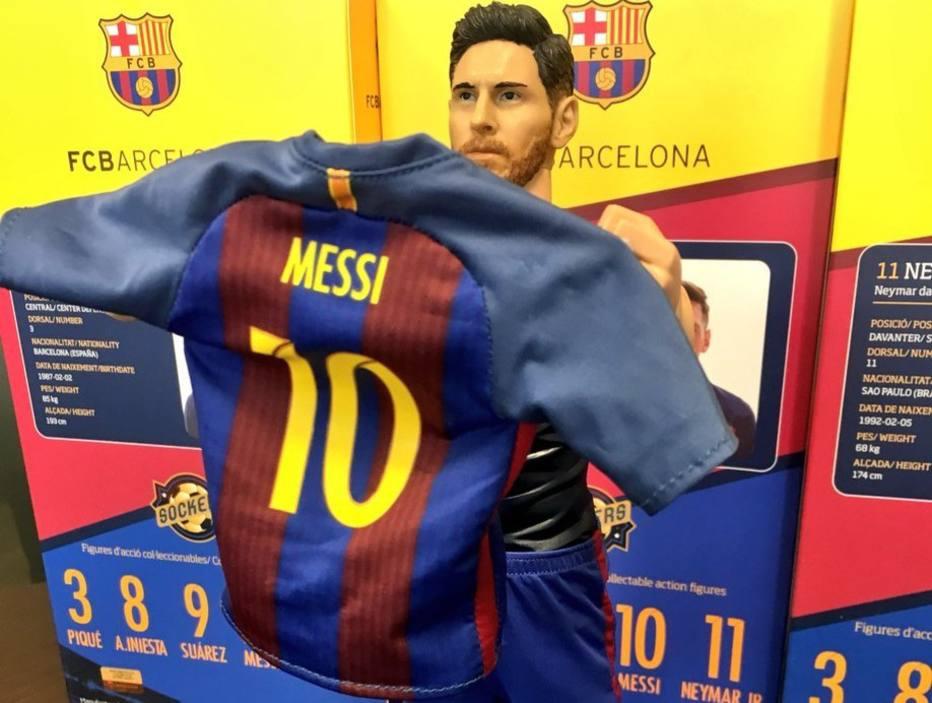 de887e5f23301 Empresa faz boneco de Messi comemorando gol 500 pelo Barcelona ...