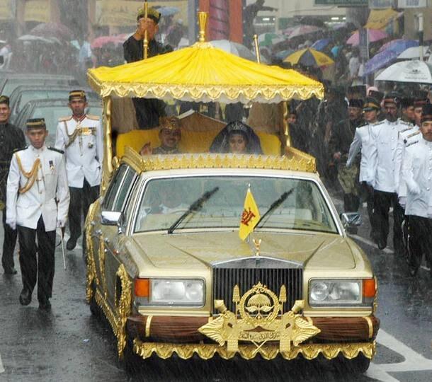 Os mais famosos carros usados em casamentos da monarquia