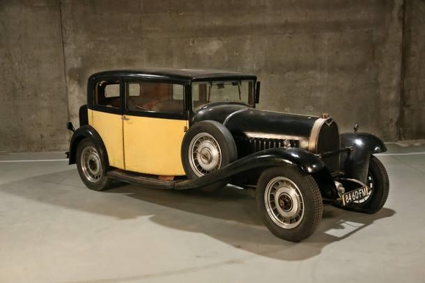Três Bugatti escondidos em galpão vão a leilão na França