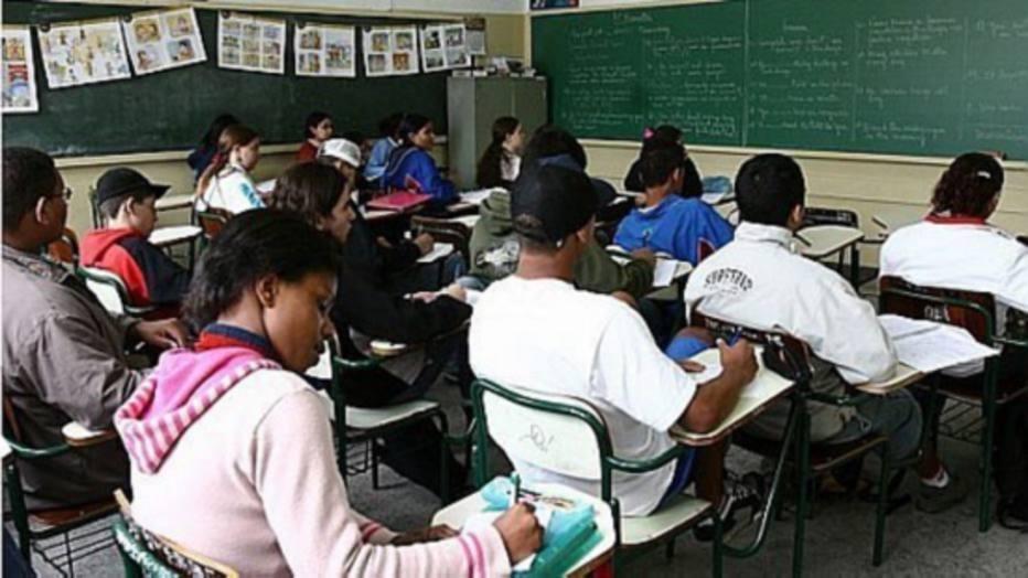 Somente 10% no ensino médio público atingem nível satisfatório - Educação - Estadão