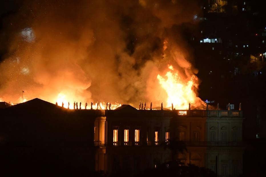 Incêndio atinge Museu Nacional, no Rio