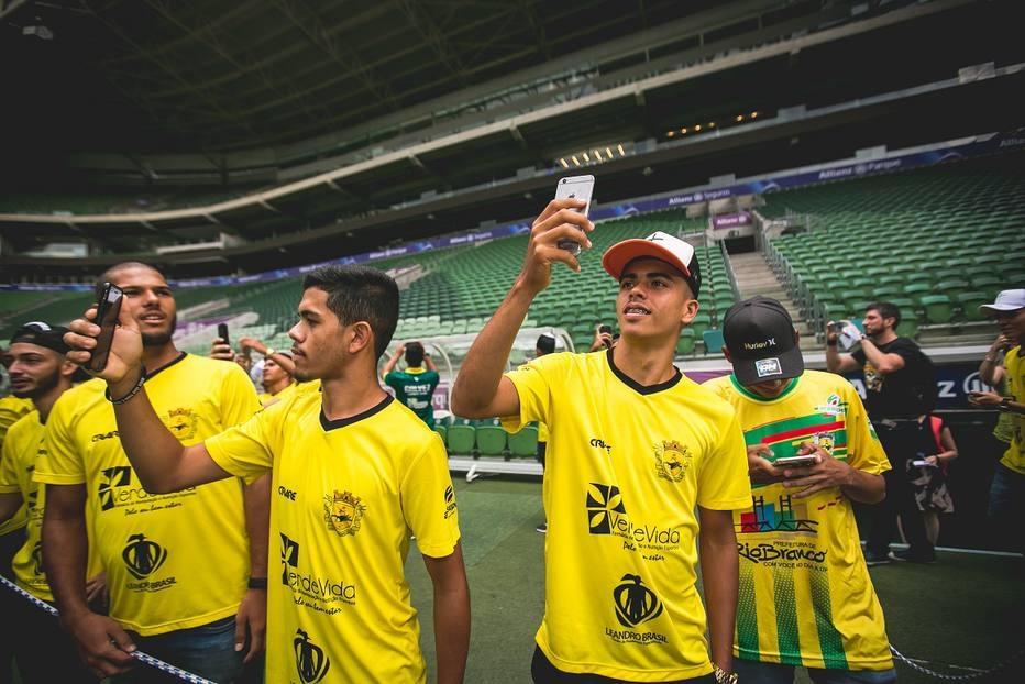 f72a385572367 Jogadores do time sub-20 do Galvez puderam visitar o estádio do Palmeiras