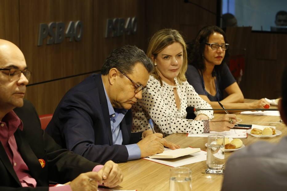 Gleisi admite flexibilizar programa de Haddad para atrair aliados