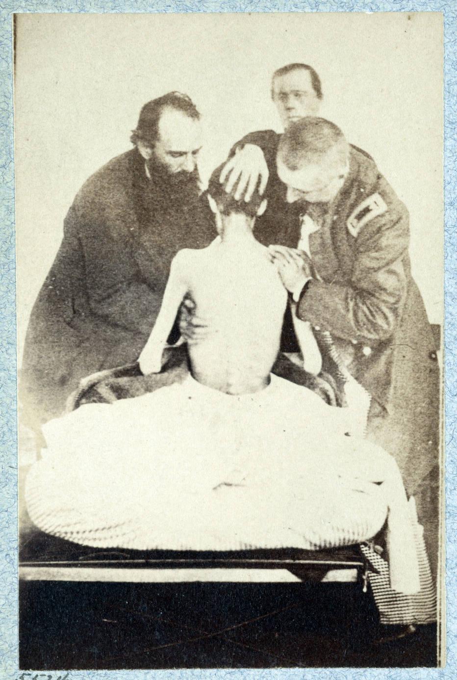 Examinando um prisioneiro da Guerra Civil em 1864