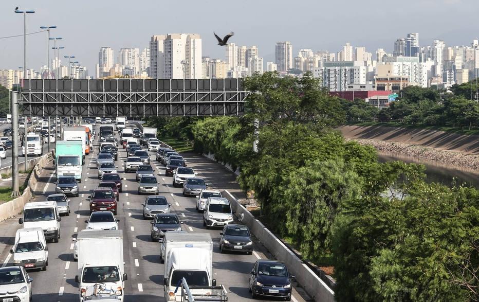 Pesquisa aponta que 30% de donos de carro abririam mao do veiculo em prol de outros meios de transportes