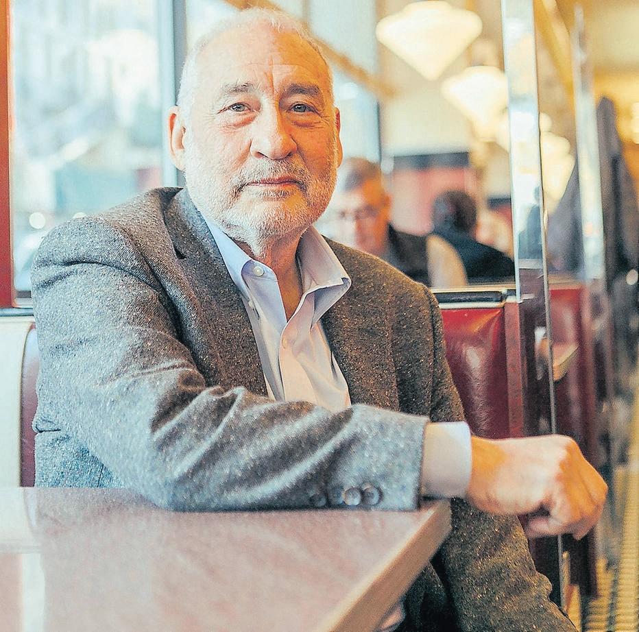 Joseph Stiglitz, economista do Prêmio Nobel, no Metro Diner em Nova York.