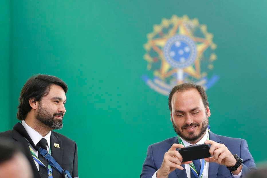 Leonardo Rodrigues de Jesus e Carlos Bolsonaro