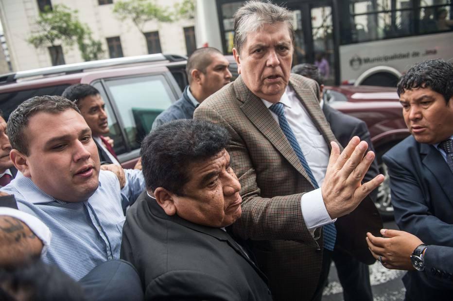 Ex-presidente do Peru, Alan García se mata com tiro na cabeça ao saber que seria preso