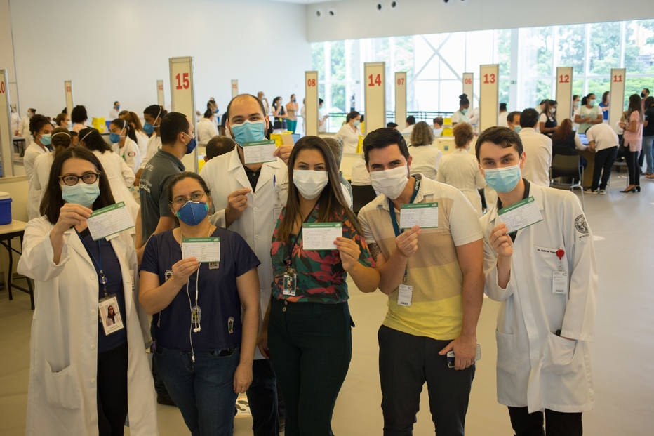 HC de São Paulo retoma vacinação contra covid-19 e deve chegar a até 1 mil imunizados por hora