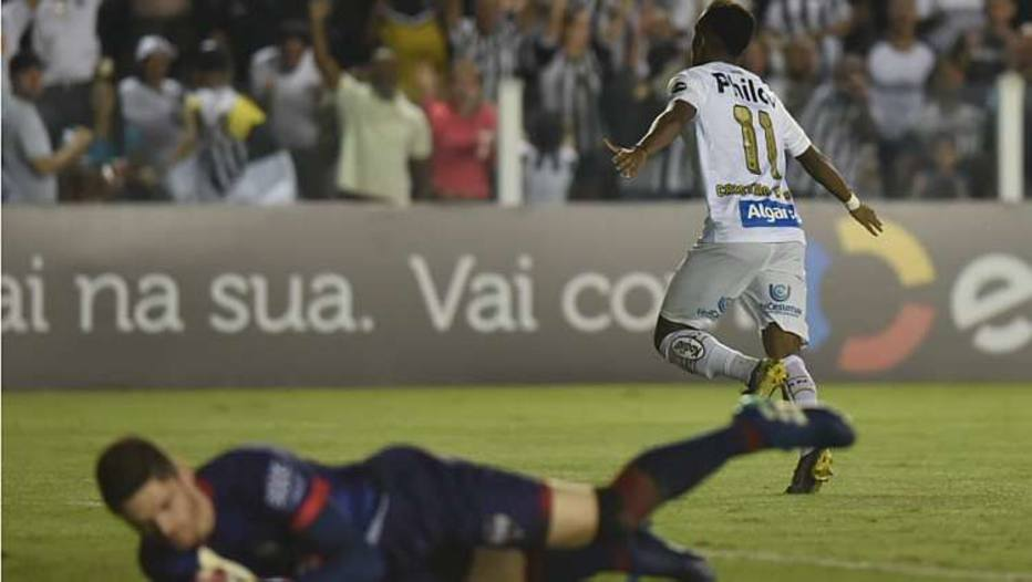 Rodrygo marcou um dos gols da vitória do Santos sobre o Atlético-GO