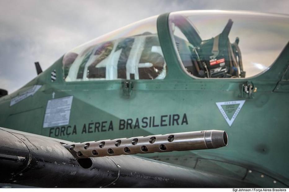 FAB intercepta avião próximo à fronteira com a Bolívia por suspeita de tráfico