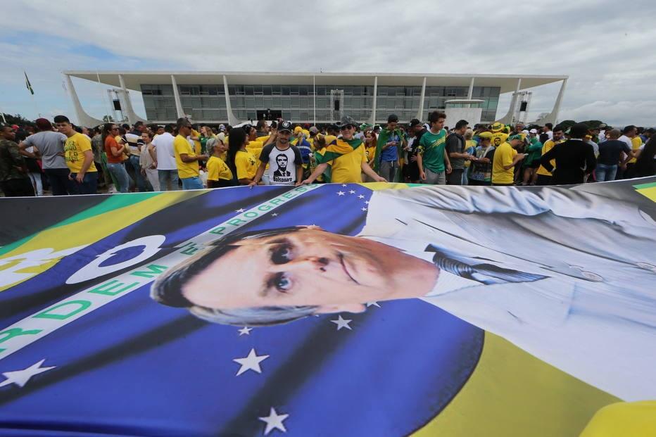 Movimentação do público e aglomeração de apoiadores do presidente eleito Jair Bolsonaro