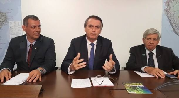 Generais e Bolsonaro nas redes