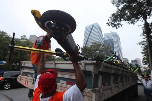 SP inicia fiscalização com 557 patinetes apreendidos; empresas vão à Justiça