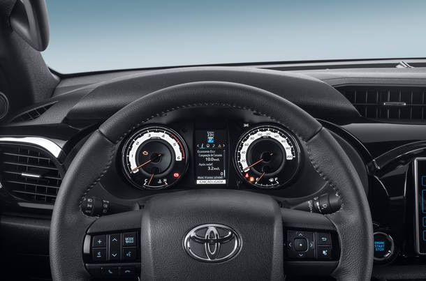 Mitsubishi Pajero Sport x Toyota SW4