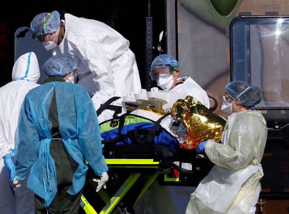 Paciente infectado com coronavírus é levado a hospital na Alemanha